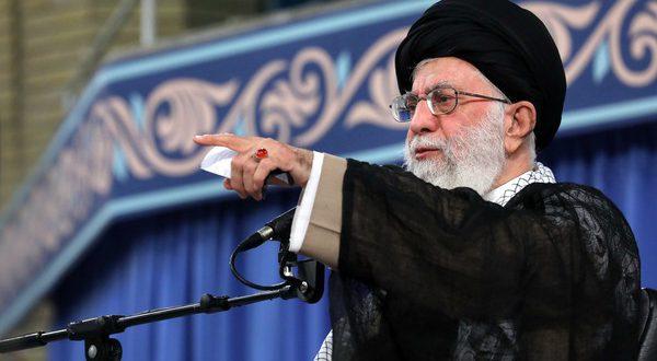 رهبر انقلاب در دیدار اقشار مختلف مردم:تأکید میکنیم جنگ نخواهد شد و مذاکره نخواهیم کرد.)